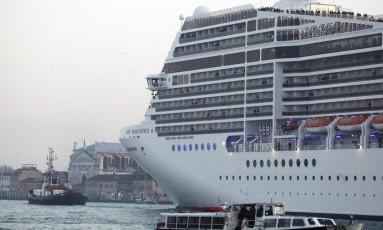 Cruzeiro transita na laguna de Veneza Foto: STRINGER/ITALY / Reuters