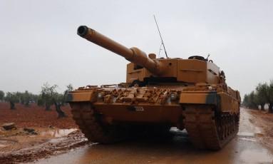 Tanque turco se prepara para ofensiva militar na Síria Foto: KHALIL ASHAWI / REUTERS