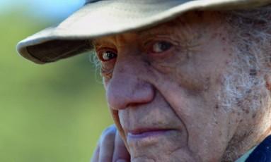 O poeta chileno Nicanor Parra em Isla Negra, Chile, em julho de 2004 Foto: VICTOR ROJAS / AFP
