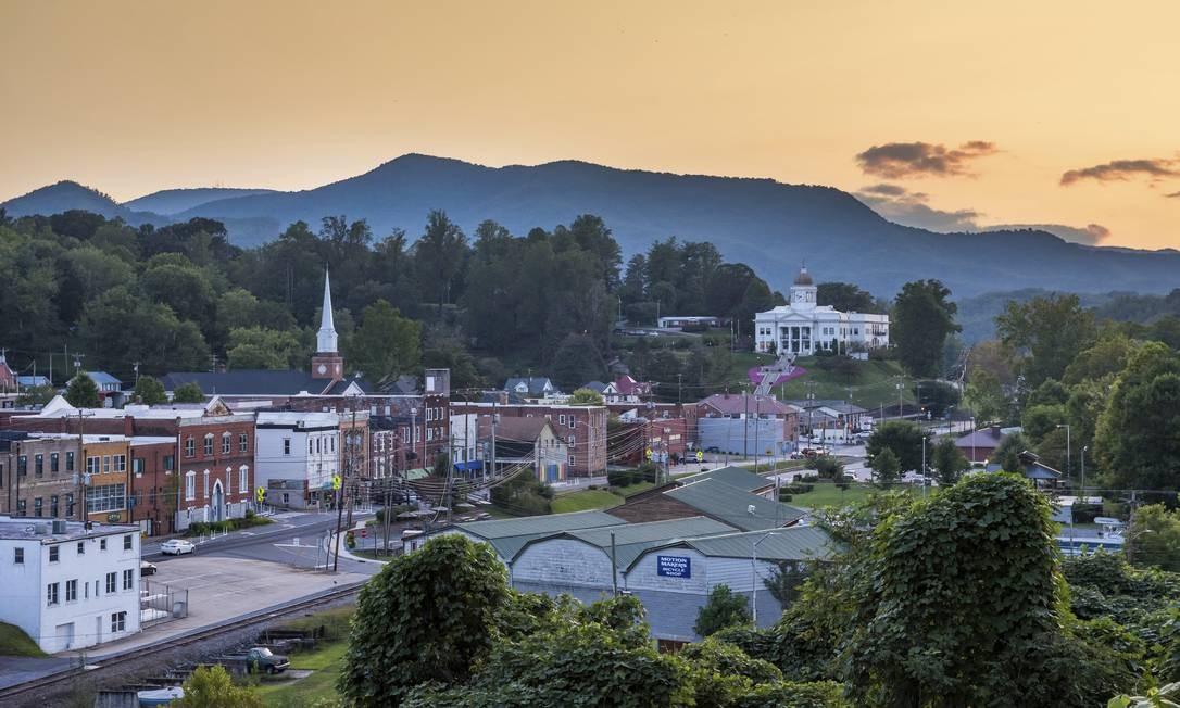 """A cidade de Sylva, no estado da Carolina do Norte, nos EUA, foi uma das locações do filme """"Três anúncios para um crime"""", do diretor Martin McDonagh e estrelado por Frances McDormand, Woody Harrelson e Sam Rockwell Foto: AP"""