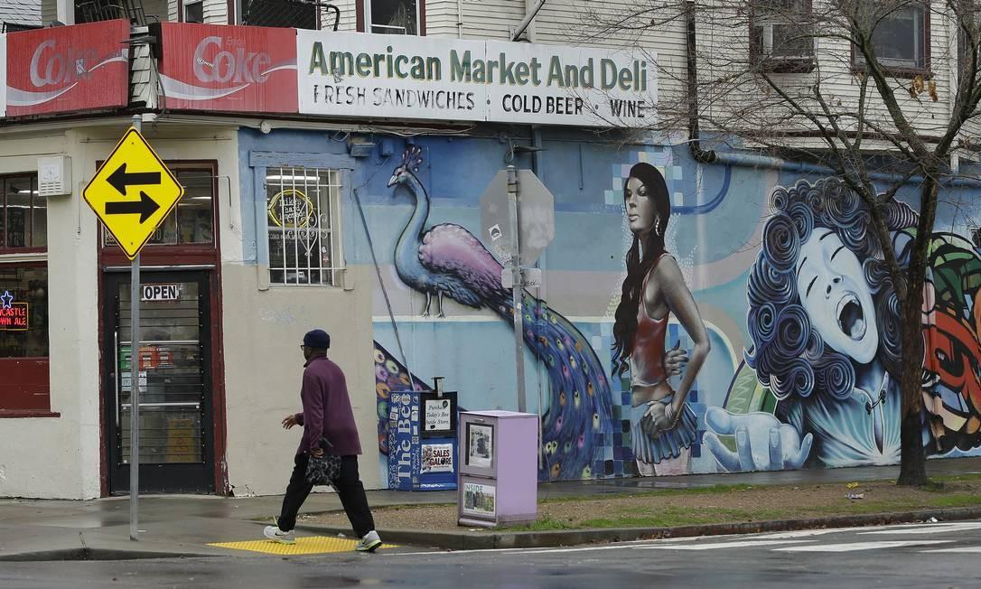 """A loja American Market and Deli, na cidade de Sacramento, na Califórnia, foi usada como locação para cenas do filme """"Lady Bird - a hora de voar"""". A película foi escrita e dirigida por Greta Gerwig e estrelada pela atriz Saoirse Ronan Foto: Rich Pedroncelli / AP"""