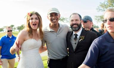 Em foto de 2015, Obama aparece de penetra em casamento em San Diego, quando jogava golfe Foto: Divulgação