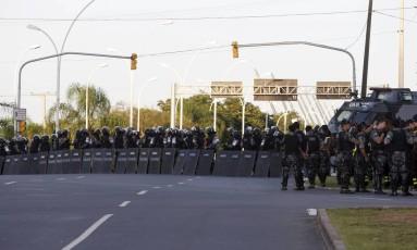 Policiais preparam forte esquema de segurança para o julgamento de Lula em Porto Alegre Foto: Domingos Peixoto / Agência O Globo