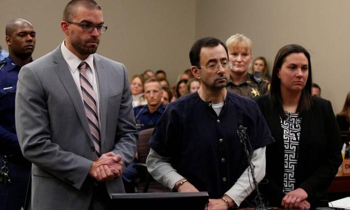 Médico que molestou ginastas é condenado a até 175 anos de prisão