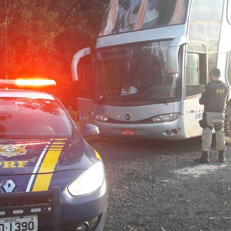 Viatura da Polícia Rodoviária Federal para ônibus da CUT Foto: Dvulgação / PRF