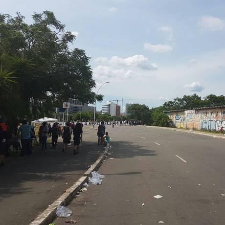 Apoiadores deixam área do TRF-4, em Porto Alegre Foto: Sergio Roxo / Agência O GLOBO