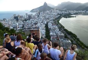 Jovens americanos apreciam a vista do Rio em visita à cidade Foto: Divulgação/5-7-2011