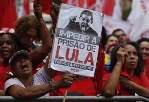 Manifestantes em ato pró-Lula em São Paulo Foto: Edilson Dantas / Agência O Globo