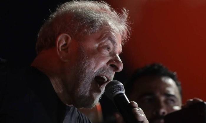 Lula reafirma vontade de se candidatar à Presidência e Dilma apoia-o