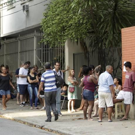 A fila para vacinação fracionada contra a febre amarela no posto Heitor Beltrão, na Tijuca Foto: Gabriel Paiva / Agência O Globo