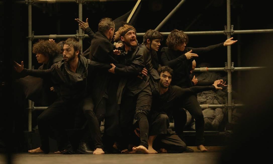 O público fica posicionado ao redor da tal estrutura tubular, em dois andares de arquibancada, e bem próximo à cena Foto: Divulgação / Roberto Pontes