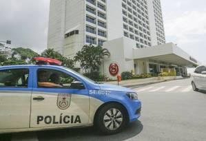 Turistas afirmam que não foram informados sobre os acontecimentos de ontem Foto: Gabriel de Paiva / Agência O Globo