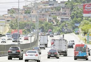 Contorno. Presidente do Conselho de Segurança diz que avenida é uma das mais visadas por ladrões de carga Foto: Luiz Akcermann / Agência O Globo