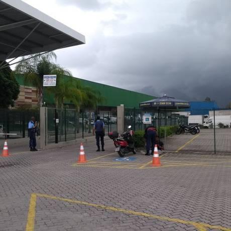 A Pronto Express Logística Ltda foi contratada para armazenar remédios e vacinas e distribuí-los a toda a rede municipal Foto: Agência O Globo