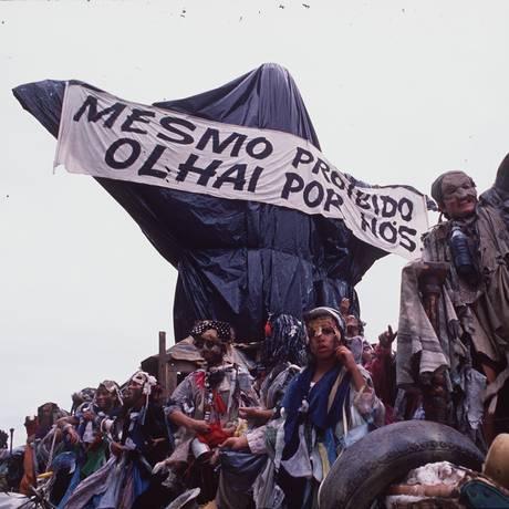 Em 1989, Joãosinho Trinta ganhou três estandartes com Cristo da Beija-Flor Foto: Arthur Cavalieri/7/2/1989