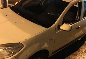 Carro foi atingido por 17 disparos Foto: Acervo pessoal