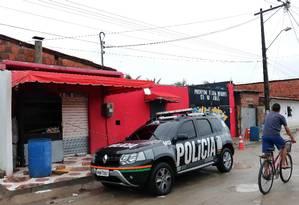 Entrada do local conhecido como Forró do Gago, em Cajazeiras, em Fortaleza, onde 14 pessoas foram mortas Foto: RODRIGO CARVALHO / AFP