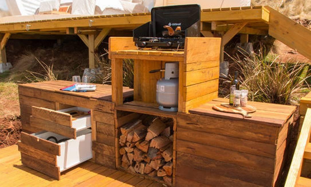 A cozinha também fica na parte externa das cabanas Foto: Divulgação/Bluetent Australia