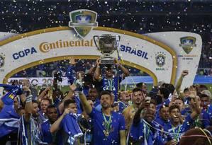 Jogadores do Cruzeiro comemoram o título da Copa do Brasil de 2018 Foto: Marcelo Theobald / Agência O Globo