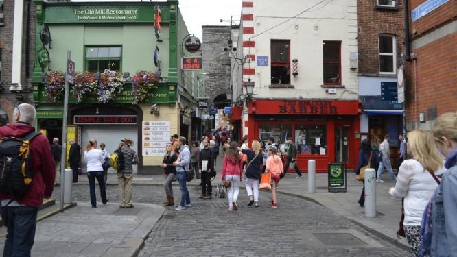 Uma das ruas de Dublin, a capital irlandesa: cidade tem opções mais em conta para quem está com orçamento apertado e quer conhecer seus encantos Foto: Cristina Massari / Agência O Globo