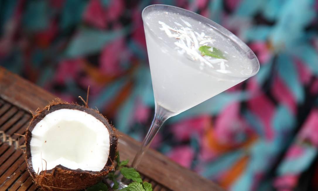 No Zazá Bistrô, o Zazá fresco é preparado com Absolut vanilia, água de coco e raspas de coco fresco (R$ 32). Rua Joana Angélica 40, Ipanema - 2247-9101. Seg a qui, das 18h30m à meia-noite e meia. Sex, do meio-dia às 18h e das 19h à meia-noite e meia. Sáb, das 13h às 18h e das 19h à 1h. Dom, das 13h às 18h e das 19h á meia-noite. Divulgação