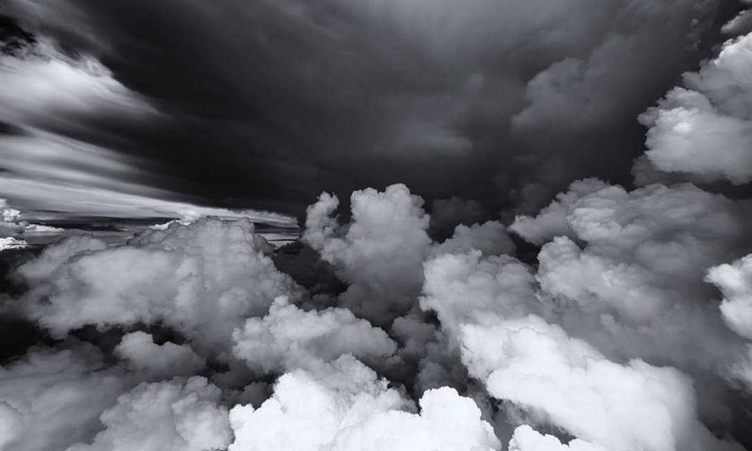 Esta, em preto e branco, chega a dar medo: nuvens carregadas durante uma tempestade Foto: Christiaan van Heijst para o cnntravel.com