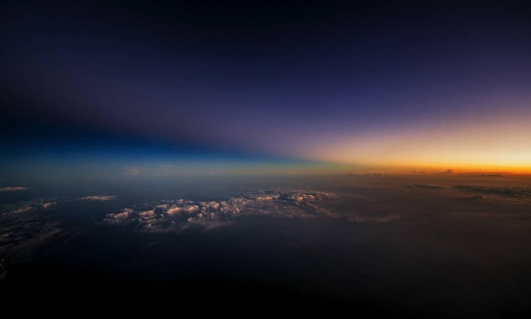 O brilho do sol de um lado e a sombra da noite de outro Foto: Christiaan van Heijst para o cnntravel.com