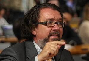 O advogado Antônio Carlos de Almeida Castro discursa no Conselho de Ética do Senado Foto: André Coelho/Agência O Globo/25-06-2012
