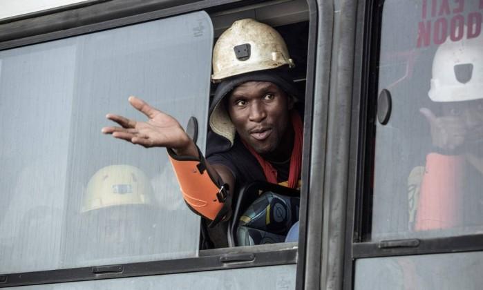 Falha elétrica deixa 950 mineiros bloqueados na África do Sul