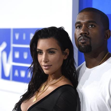 Kim Kardashian e o marido, Kanye West: taylor Swift é um dos desafetos do casal Foto: Evan Agostini / AP