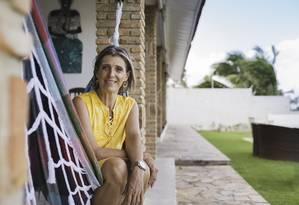 Claudia trocou o salto alto em São Paulo pelo chinelo na Bahia, onde administra sua pousada Foto: Caixa de Fosforo3 / Divulgação