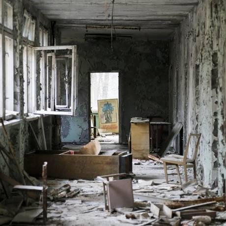 Pripyat, cidade fantasma perto de Chernobyl, recebe turistas ávidos pela curiosidade de conhecer locais atingidos pela radiação do desastre nuclear de 1986, na Ucrânia Foto: Efrem Lukatsky / AP
