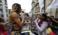 Preta Gil e a cantora Pablo Vittar, convidada especial da festa, animam a multidão no Centro