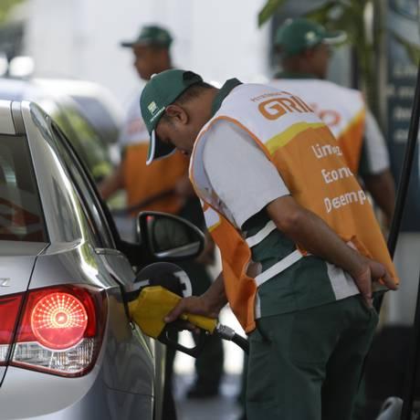 Venda de combustível no posto BR - 29/11/17 Foto: Gabriel de Paiva / Agência O Globo