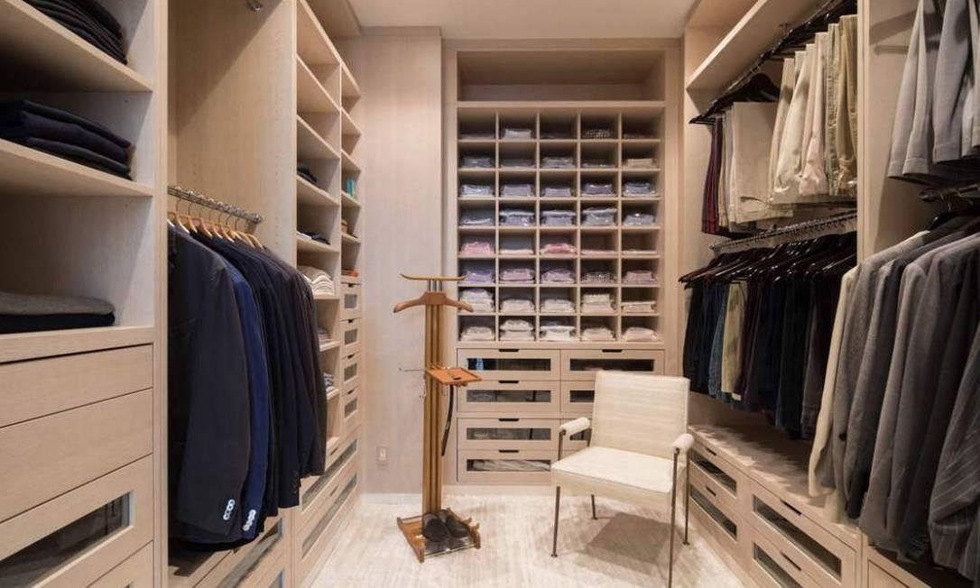 Todos os três quartos têm closet completo Foto: Divulgação / Sotheby's International Realty