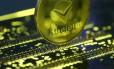 O ethereum é a segunda maior criptomoeda, atrás apenas do bitcoin Foto: DADO RUVIC / REUTERS