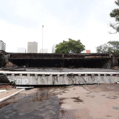 Parte de viaduto cai na região central de Brasília Foto: Ailton Freitas / Agência O Globo
