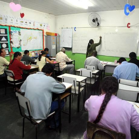 Turma de jovens e adultos em Mangaratiba Foto: Fabiano Rocha / .