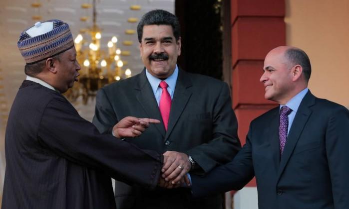 Oposição da Venezuela decide se participa ou não de eleição presidencial