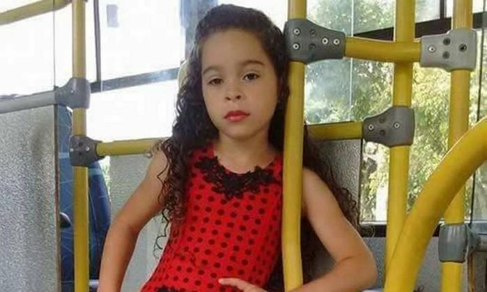 Resultado de imagem para Menina de 7 anos morre após fazer 'desafio do desodorante'