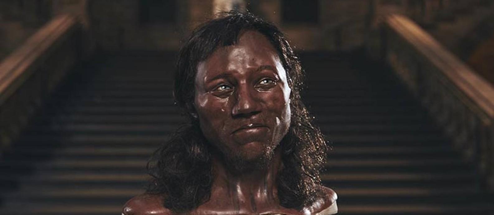 O rosto reconstruído do Homem de Cheddar, que viveu há dez mil anos na Inglaterra Foto: MUSEU DE HISTÓRIA NATURAL