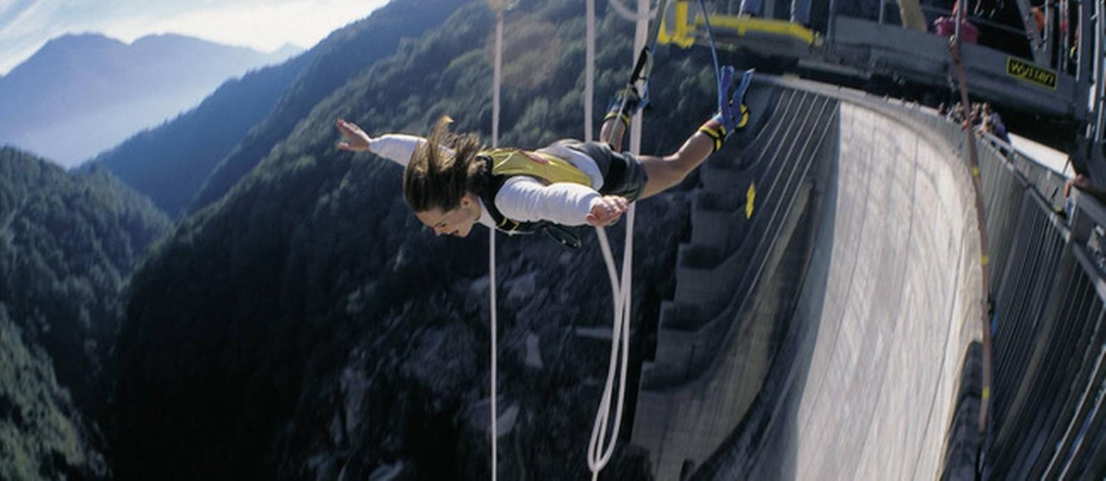 Bungee jump em Tessin, na Suíça Foto: Christof Sonderegger / Switzerland Tourism