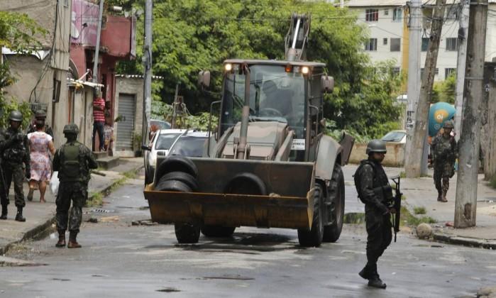 Forças Armadas prendem 23 no Rio