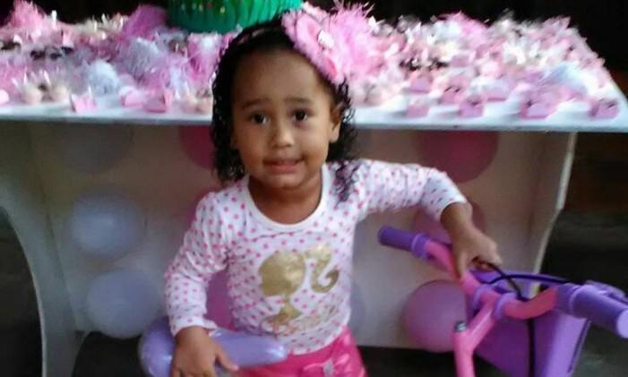 Menina de 3 anos morreu após ser baleada durante uma tentativa de assalto na Zona Norte do Rio Foto: Facebook / Agência O Globo