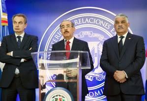 Jose Luis Rodriguez Zapatero, Danilo Medina e Miguel Vargas Maldonado em Santo Domingo Foto: ERIKA SANTELICES / AFP