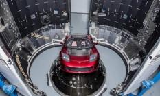 Neste momento, esse Tesla vermelho está em algum lugar do espaço sideral a caminho do cinturão de asteróides entre Marte e Júpiter Foto: REUTERS
