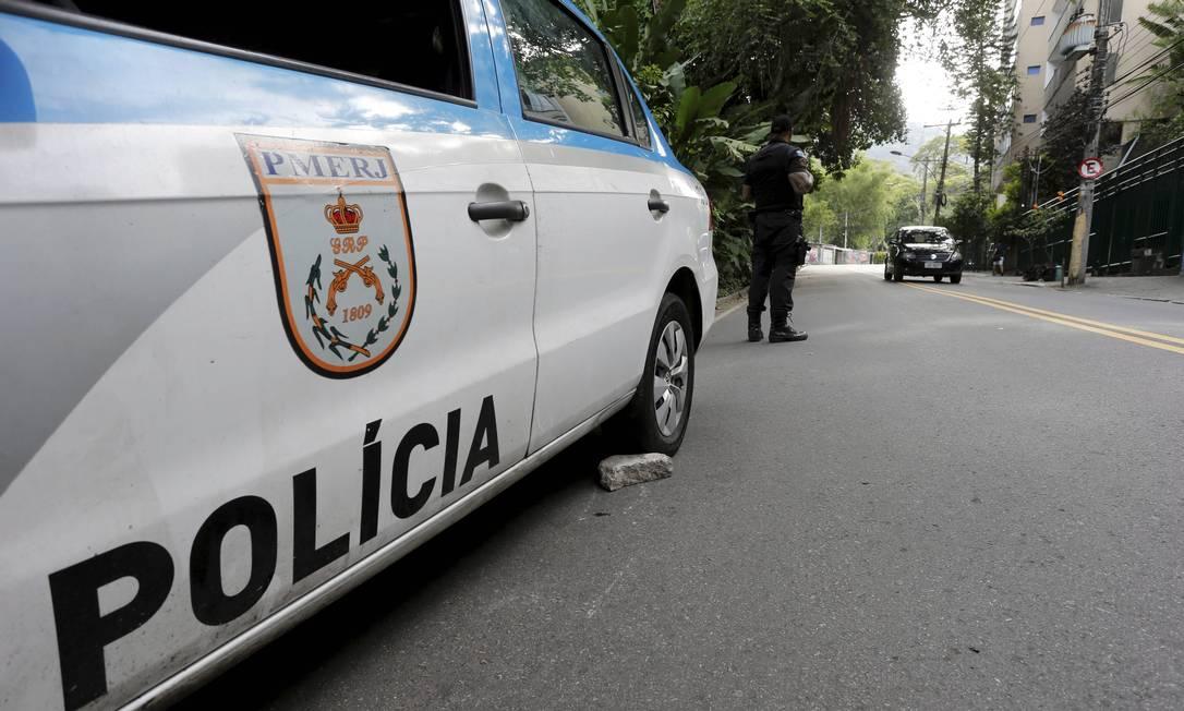 Até 2 mil policiais deverão ir às ruas com o Regime Adicional de Serviço (RAS) Foto: Domingos Peixoto / Agência O Globo