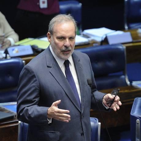 O senador Armando Monteiro (PTB-PE) discursa no plenário do Senado Foto: Marcos Oliveira/Agência Senado