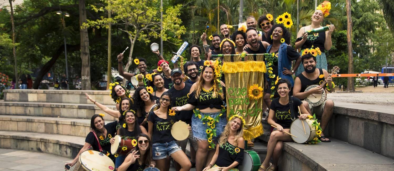 Na foto, integrantes do bloco Que Pena, Amor, estreante do carnaval carioca, que presta homenagem ao Raça Negra Foto: Leo Martins / Agência O Globo