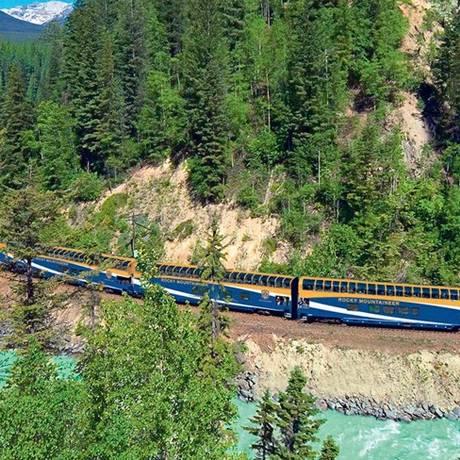 Roteiro do trem de volta ao mundo inclui trecho canadense nas montanhas rochosas da América do Norte Foto: Divulgação